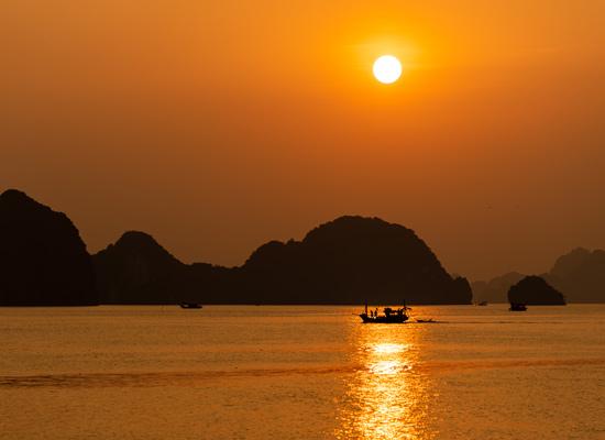 Coucher de soleil baie d'Halong