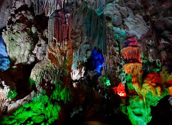 Baie d'Halong grotte des surprises